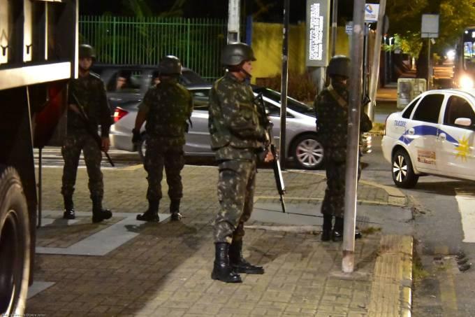 Exército patrulha as ruas de Natal (RN)