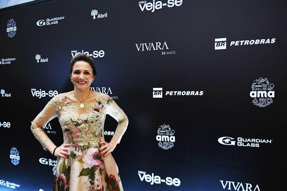 A oncologista Priscila Miranda, vencedora do Prêmio Veja-se na categoria 'Saúde', chega à premiação, no Teatro Santander, em São Paulo