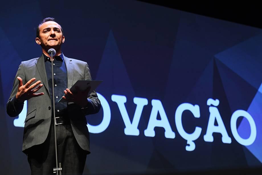 O empresário Roberto Nogueira recebe o prêmio Veja-se na categoria 'Inovação'.Ele fundou uma empresa que fornece acesso à internet, com fibra ótica, a cidades do interior do Nordeste