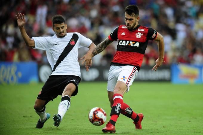 Felipe Vizeu, do Flamengo, tem chute bloqueado no Maracanã