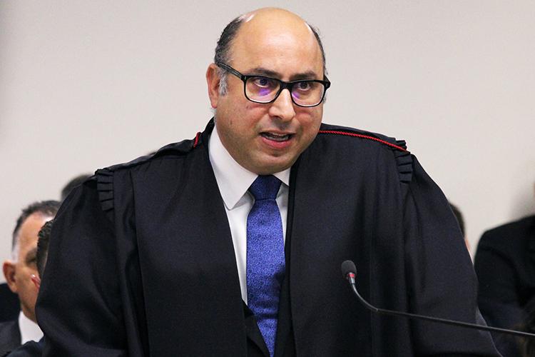 O advogado Fernando Augusto Henrique Fernandes, durante a sessão de julgamento do ex-presidente Lula no TRF4 (Tribunal Regional Federal da 4ª Região), em Porto Alegre (RS) - 24/01/2018