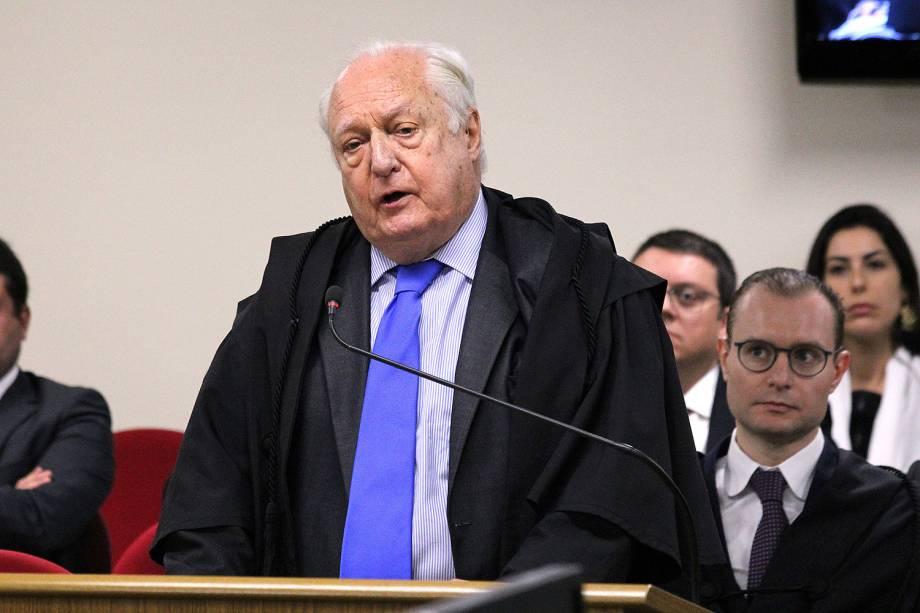 Advogado René Ariel Dotti, assistente de acusação, fala no julgamento de recursos da Lava Jato na 8ª Turma do TRF4