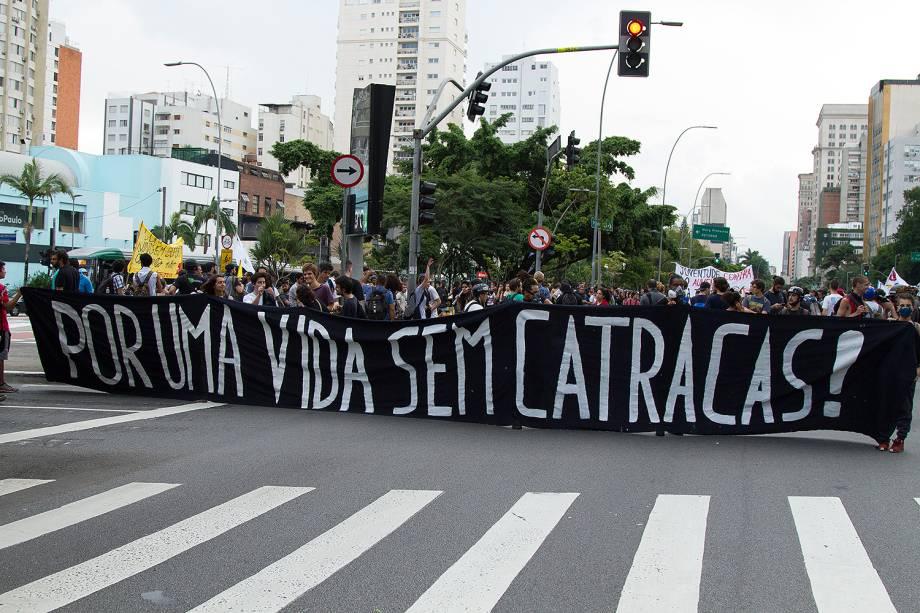 Manifestantes ocupam a avenida Faria Lima para protestar contra o aumento das passagens em SP - 17/01/2018