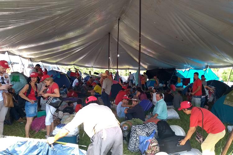 Manifestantes pró-Lula em acampamento montado em frente ao TRF4 (Tribunal Regional Federal da 4ª Região), em Porto Alegre (RS) - 24/01/2018