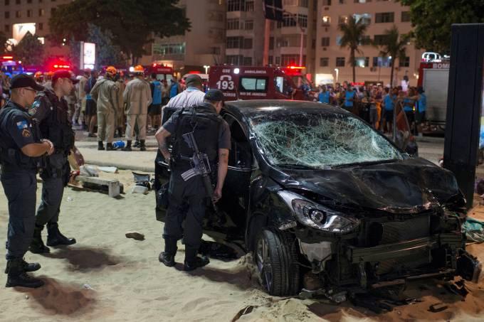 Motorista atropela banhistas em Copacabana