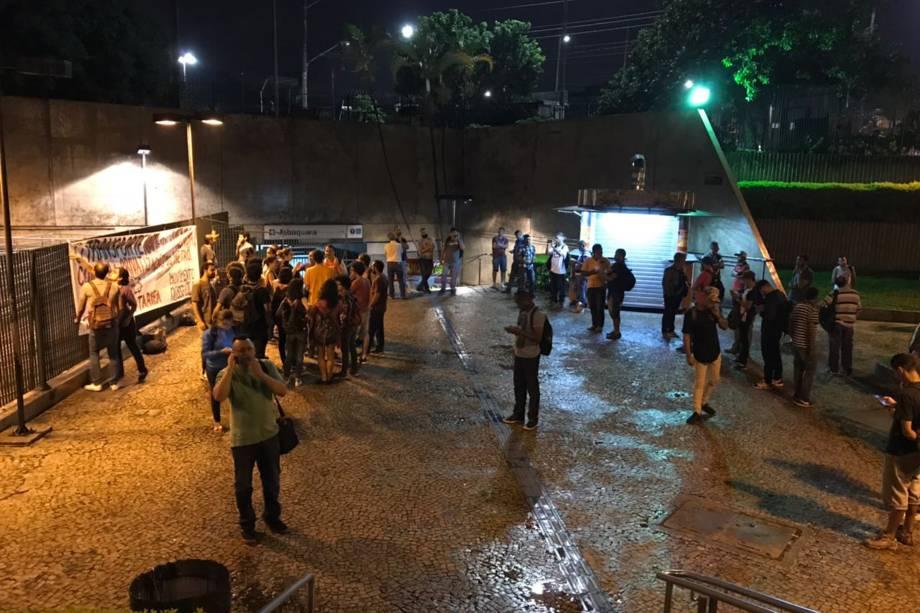 Movimentação no entorno da estação Jabaquara durante greve de metrô, na Zona Sul de São Paulo