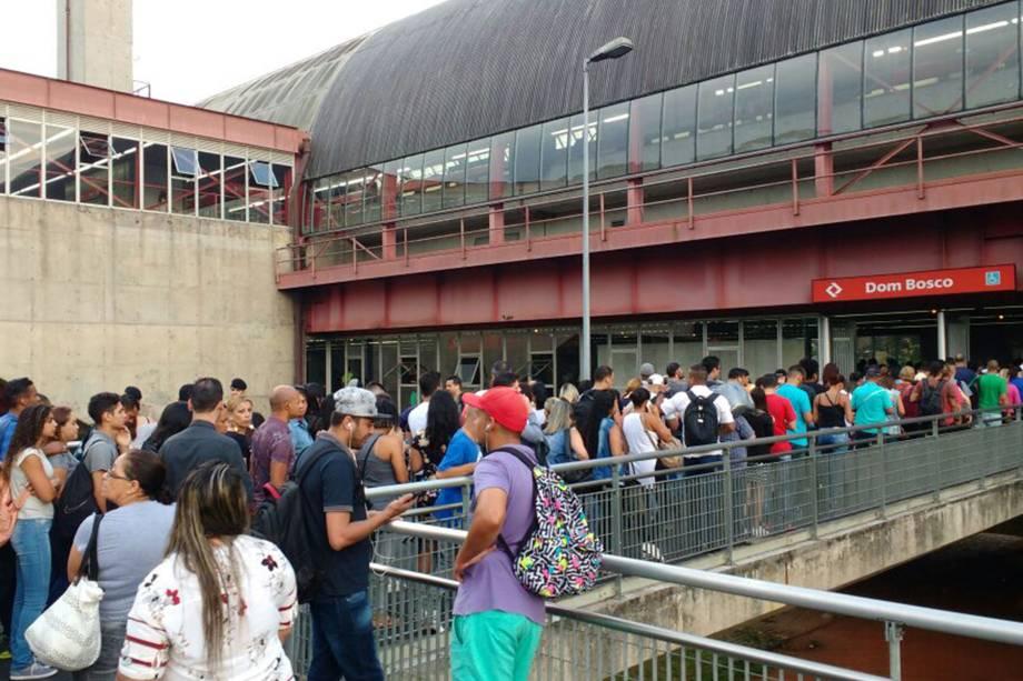 Greve no metrô provoca lotação na estação Dom Bosco da CPTM, na Zona Leste de São Paulo