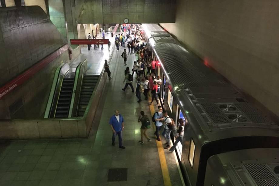 Movimentação de passageiros na estação de metrô Marechal Deodoro