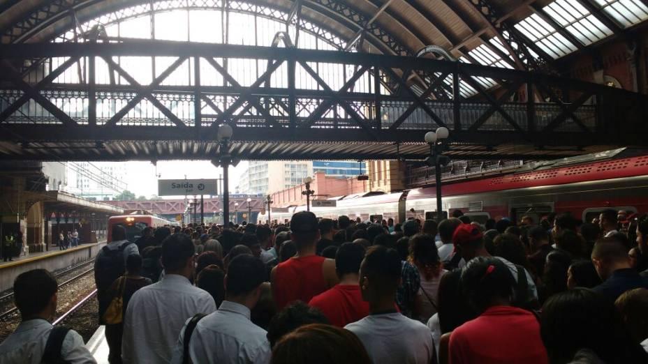 Movimentação de passageiros na estação da Luz, da CPTM na região Central de São Paulo durante dia de paralisação de metroviários