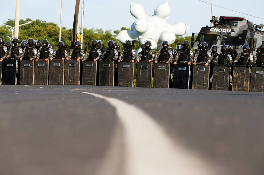Policiais são fotografados próximos ao TRF-4 (Tribunal Regional Federal da 4ª Região), em Porto Alegre (RS) - 24/01/2018