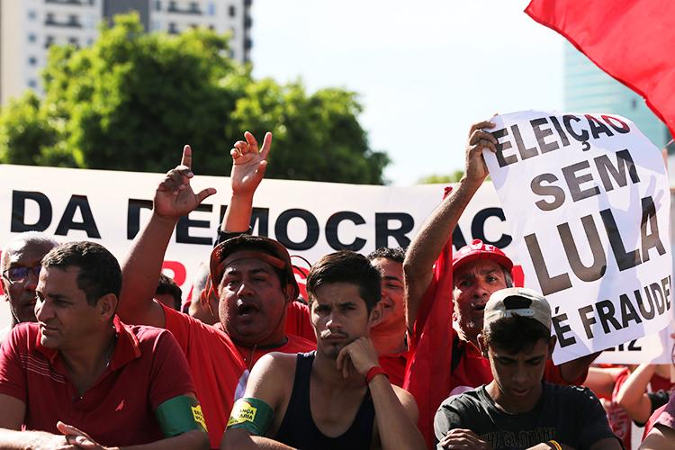 Apoiadores do ex-presidente Lula realizam protesto em Porto Alegre (RS) - 24/01/2018
