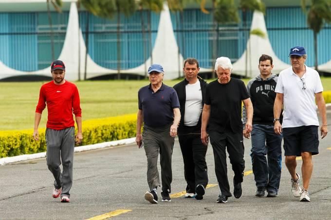 Michel Temer caminha com ministros