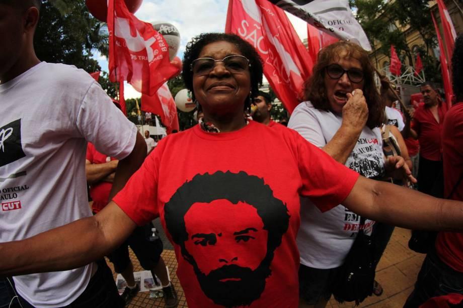 Manifestantes começam a concentração para o ato que irá receber o ex-presente Lula após o julgamento do TRF4 na Praça da República, em São Paulo - 24/01/2018