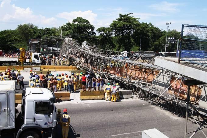 Queda de passarela no Rio de Janeiro