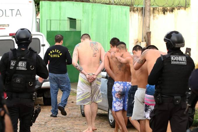 Presos são transferidos após briga entre facções na cadeia pública de Itapajé, Ceará – 29/01/2017