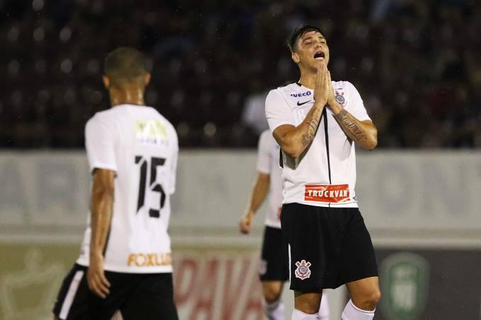 Partida entre Corinthians e Avaí, válida pelas oitavas de final da Copa São Paulo de Futebol Júnior, em Araraquara