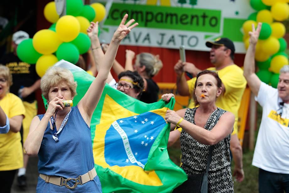 Manifestantes comemoram condenação do ex-presidente Lula em frente a Justiça Federal, em  Curitiba - 24/01/2018