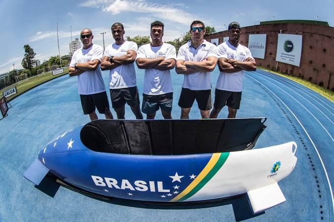 Os atletas Erick Vianna, Edson Martins, Edson Bindilatti, Odirlei Pissoni e Rafael Souza da Seleção Brasileira de Bobsled
