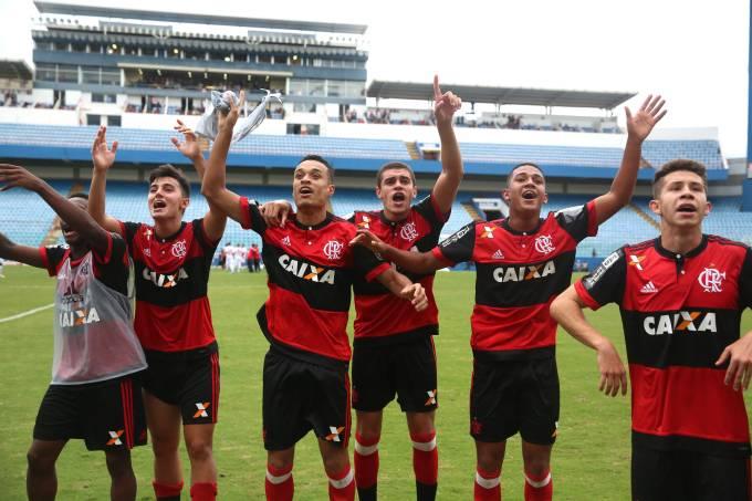 Jogadores do Flamengo comemoram vitória sobre o Audax, pela Copa São Paulo