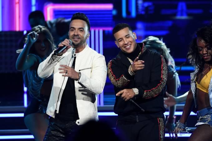 Luis Fonsi e Daddy Yankee apresentam 'Despacito' no Grammy 2018