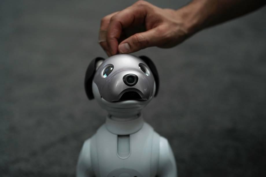 A última geração do animal de estimação robótico da Sony, Aibo, em exibição durante evento de imprensa na feira de tecnologia CES 2018 em Las Vegas, nos Estados Unidos - 08/01/2018