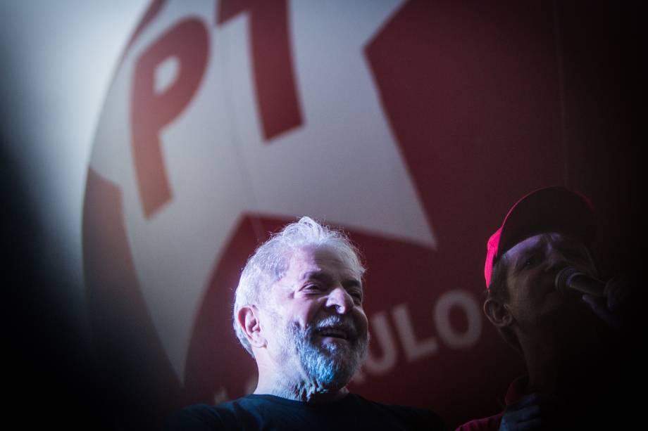 No dia de sua condenação, em Porto Alegre, o ex-presidente participou de um ato em defesa de sua candidatura à presidência, na Praça da República, no centro de São Paulo.