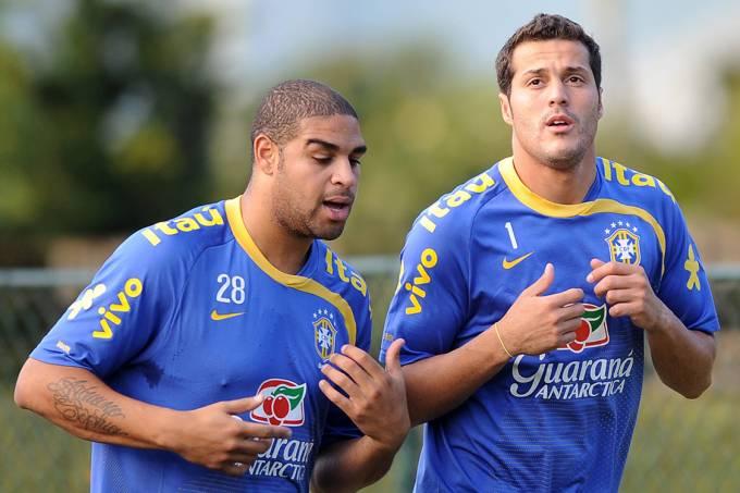 Júlio César e Adriano durante treino da seleção na cidade de Teresópolis, em 2009