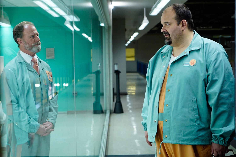 Louis Herthum e Mel Rodriguez em 'Kill All Others'