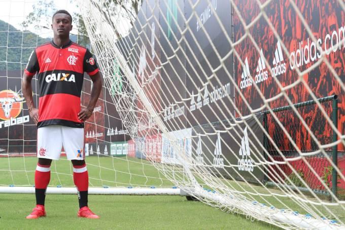 O colombiano Marlos Moreno é o novo reforço do Flamengo para a temporada 2018