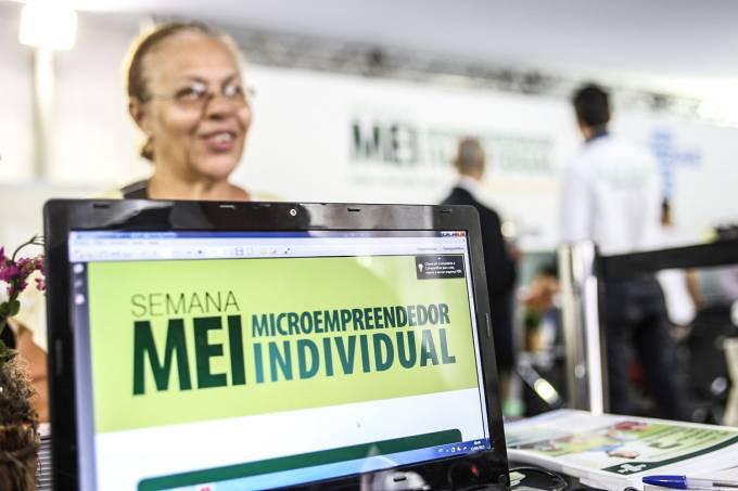 Microempreendedoa durante semana MEI em São Paulo