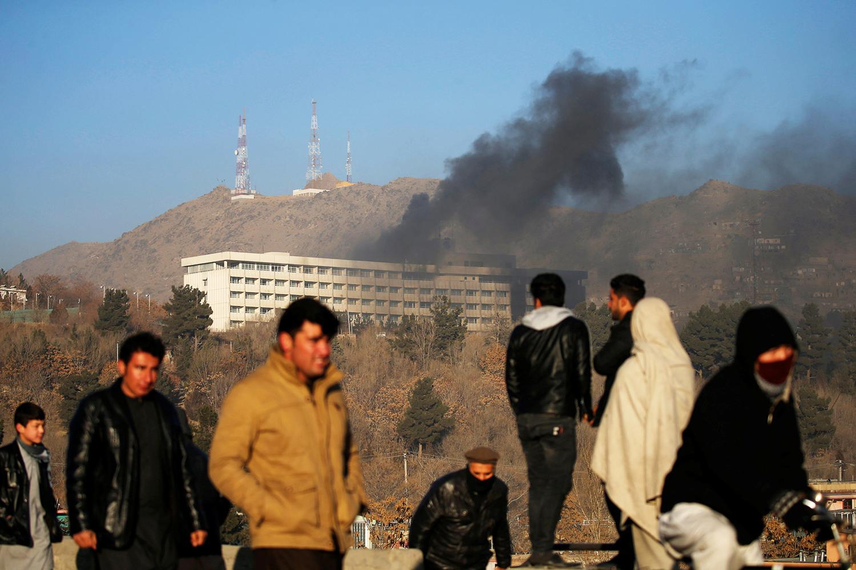 Fumaça é vista no Hotel Intercontinental após ataque