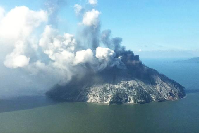 Vulcão na ilha de Kadovar
