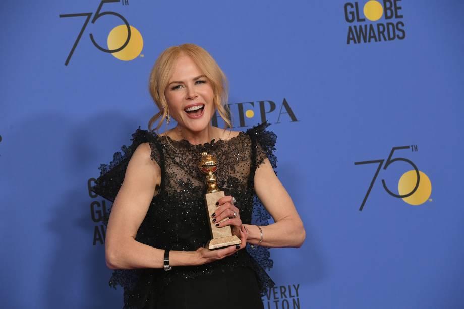 """A atriz Nicole Kidman com seu prêmio de melhor atriz em uma série limitada ou um filme promovido para televisão em """"Big Little Lies"""" durante o 75º Prêmio Anual de Globo de Ouro - 07/01/2018"""
