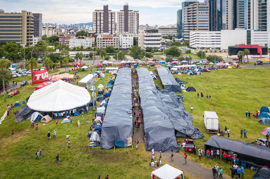 Movimentos sociais acampam em Porto Alegre para apoiar o ex-presidente Lula durante julgamento - 23/01/2018