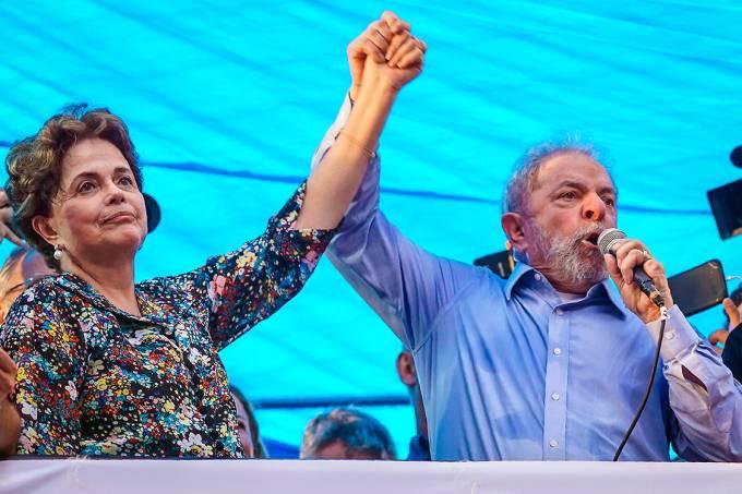 O ex-presidente Lula discursa em ato na véspera de seu julgamento, em Porto Alegre – 23/01/2018