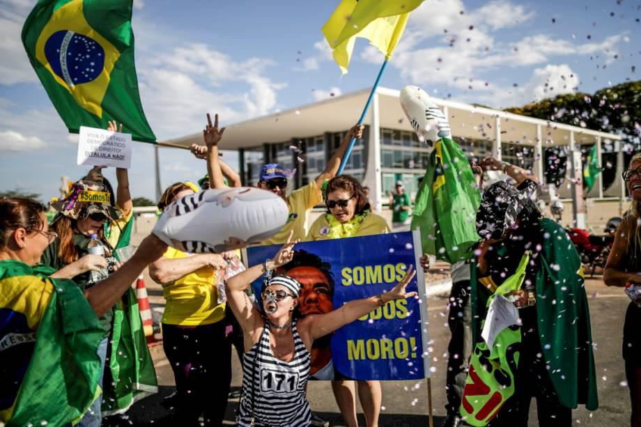 Manifestantes comemoram condenação do ex-presidente Lula, em Brasília - 24/01/2018