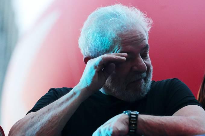 O ex-presidente Lula durante ato no centro de São Paulo, após seu julgamento