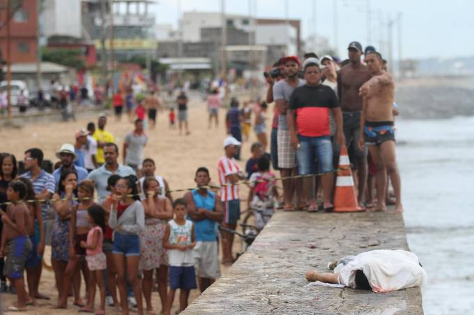 Queda do Globocop em praia de Recife