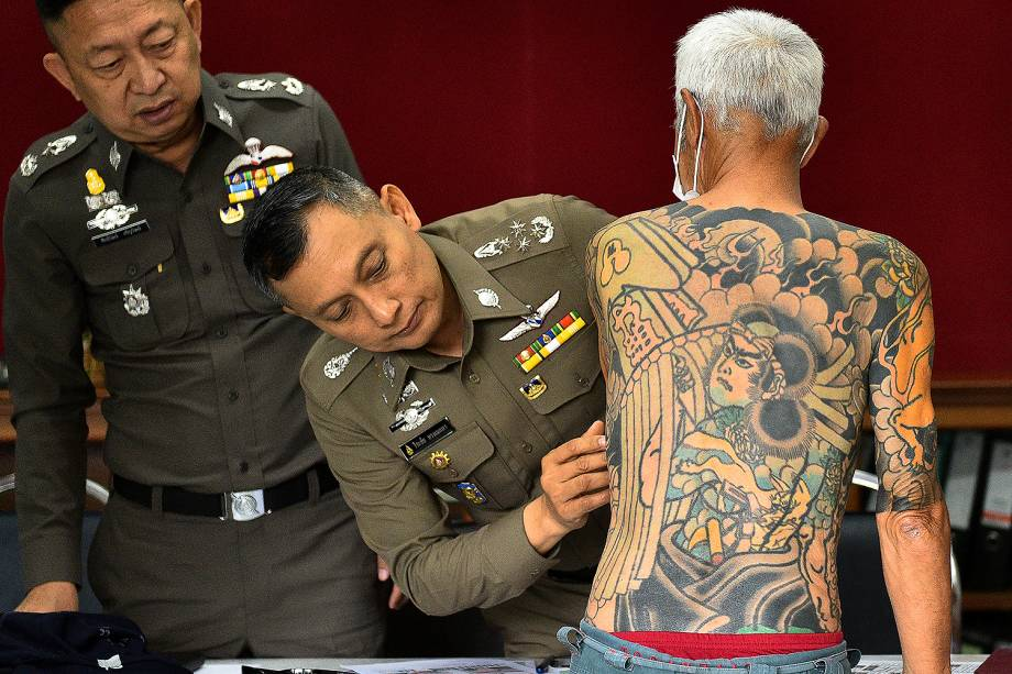 Shigeharu Shirai, um chefe da máfia japonesa Yakuza que fugiu para a Tailândia há 13 anos foi preso graças às fotos de suas tatuagens, que viralizaram na internet - 11/01/2018