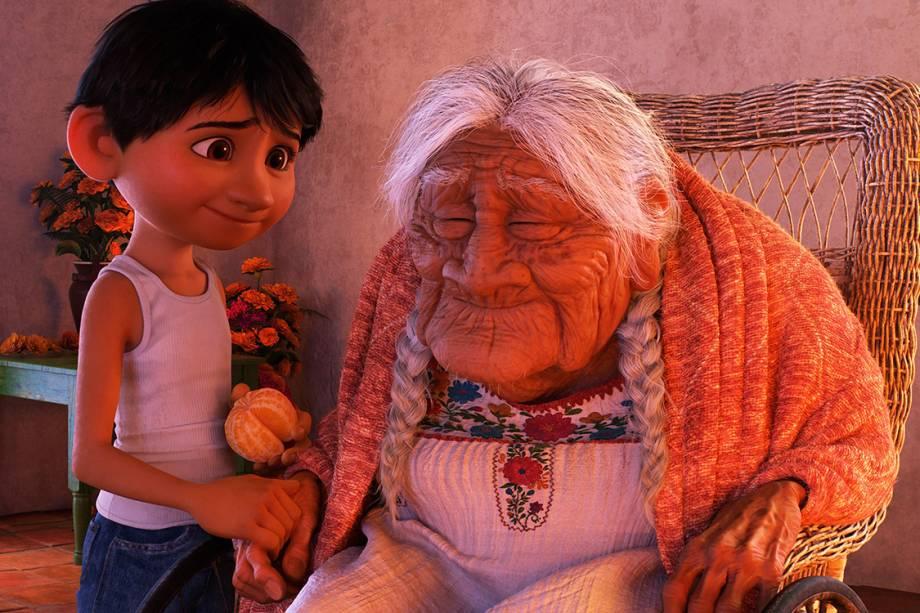 Miguel e sua bisavó em 'Viva - A Vida É uma Festa'