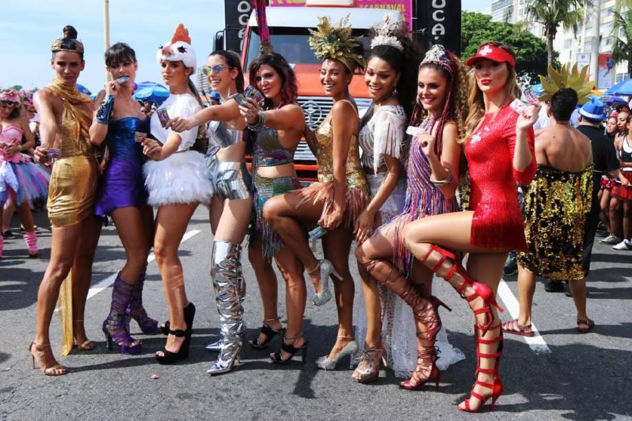 Celebridades desfilam no Bloco da Favorita, no Rio