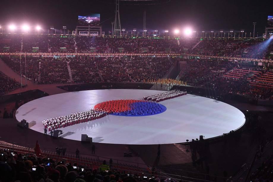 A bandeira da Coreia do Sul é representada por artistas que realizam a abertura dos Jogos Olímpicos de Inverno de Pyeongchang - 09/02/2018