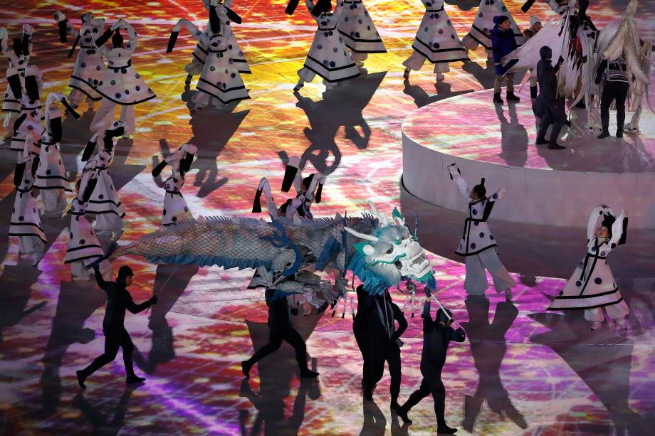 Artistas realizam performance durante a abertura dos Jogos Olímpicos de Inverno Pyeongchang, na Coreia do Sul - 09/02/2018