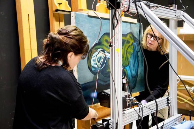 """O quadro de Pablo Picasso """"La Misereuse Accroupie"""" esconde uma pintura de uma paisagem que teria sido obra do artista hispânico-uruguaio Joaquín Torres-García. Foi descoberta graças ao uso de uma tecnologia avançada de raio-x fluorescente - 17/02/2018"""