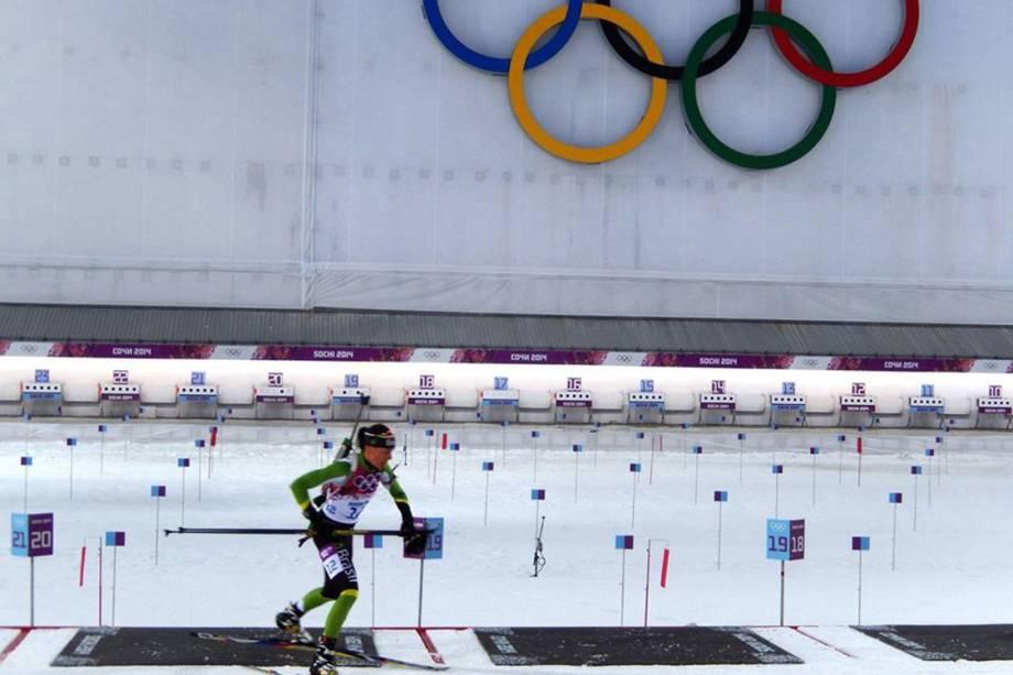 Jaqueline Mourão durante prova de biatlo na Olimpíada de Inverno de 2014, em Sochi (RUS)