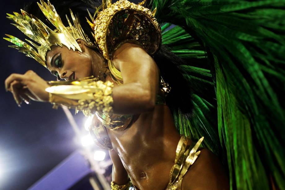 Juliana Paes, rainha da bateria da escola de samba Acadêmicos do Grande Rio, durante desfile na Marquês de Sapucaí - 12/02/2018