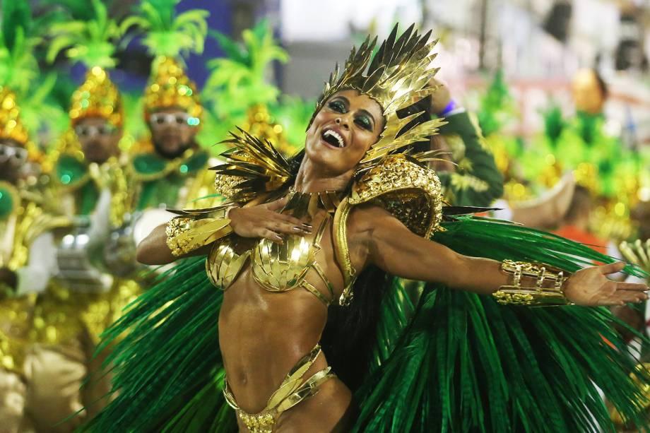 Juliana Paes, rainha de bateria da Acadêmicos do Grande Rio, durante desfile na Marquês de Sapucaí - 12/02/2018