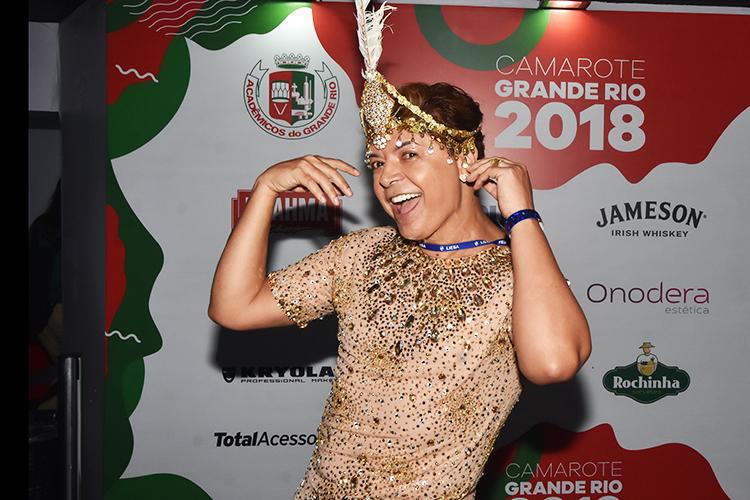 David Brazil posa para foto em camarote no Sambódromo da Marquês de Sapucaí - 11/02/2018