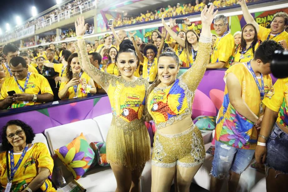 Maiara e Maraísa acompanham desfile das escolas de samba, na Marquês de Sapucaí - 12/02/2018