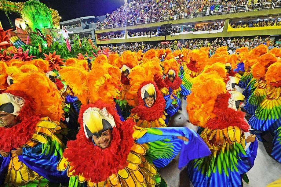 Com o enredo ´Academicamente popular´, a escola de samba São Clemente comemora os 200 anos da Escola Belas Artes, durante desfile no Sambódromo da Marquês de Sapucaí - 11/02/2018